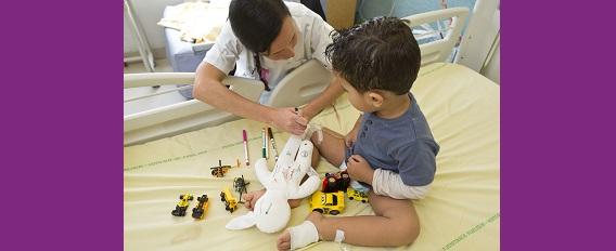 Poupée Plume : un outil de médiation innovant pour les enfants à l'hôpital